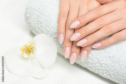 Photographie Nails manicure with file