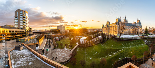 Foto Panoramic view of Cultural Palace and central square in Iasi city, Romania