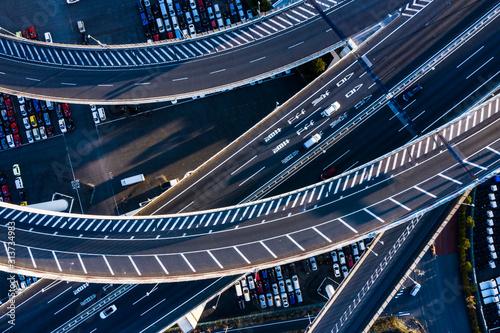 重なり合う高速道路 空撮