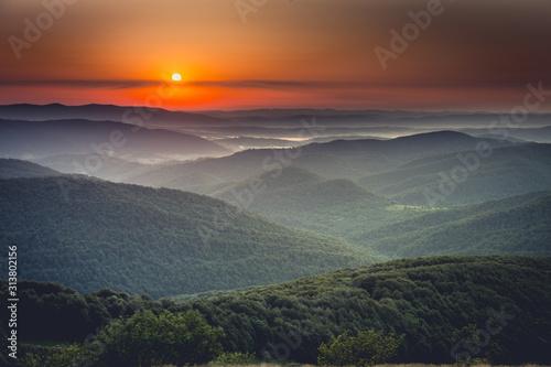 Fototapeta Wschód słońca na Połoninie Wetlińskiej obraz