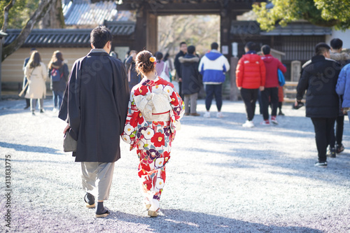Japanese couples Wearing a national costume kimono to take photos at The outside Kinkakuji Temple are Popular tourist spots in Kyoto, Jan 30, 2019 in Kyoto, Japan Tableau sur Toile