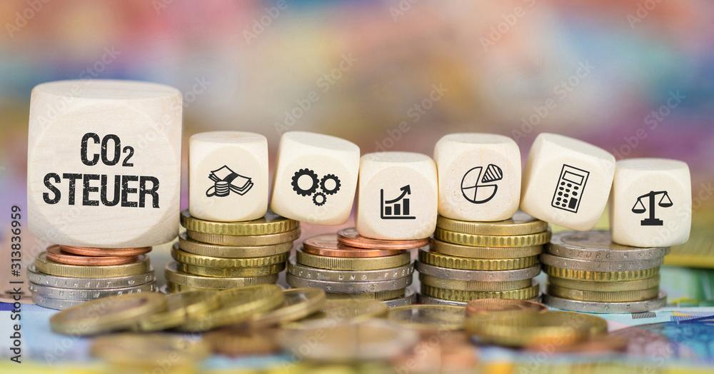 Fototapeta CO2 Steuer auf Münzenstapel