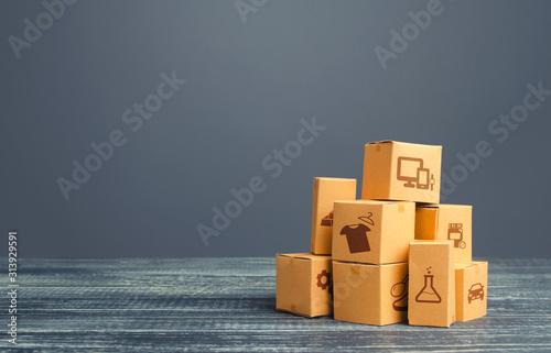 Valokuva Stock pile of cardboard boxes