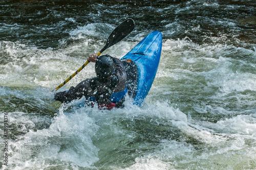 Obraz na plátně  man kayaking in whitewater