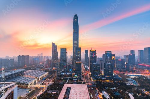 shenzhen-futian-gromadzka-w-centrum-linia-horyzontu