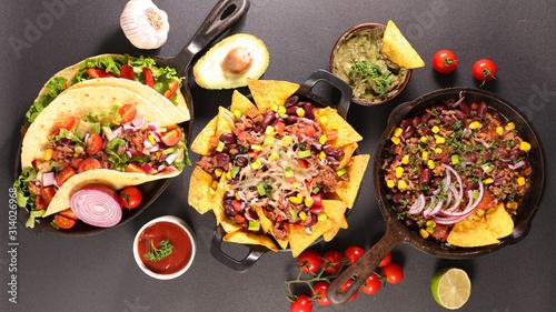 traditional mexican dish, nachos- fajitas- chili con carne Fototapete