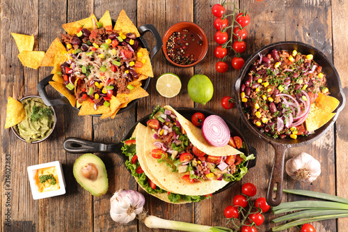 Leinwand Poster assorted of mexican food with fajitas, chili con carne and nachos with avocado,
