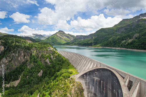 Photo barrage dans les montagnes  beaufortain roselend , énergie verte