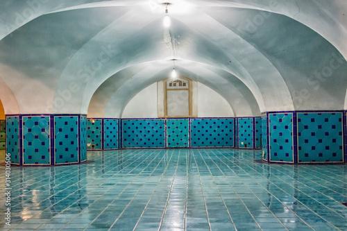 Fototapeta orientalna   underground-hall-of-sheikh-lotfollah-mosque-in-isfahan-iran
