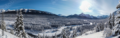 Fotografía  Panoramic of a Valley with snow during winter
