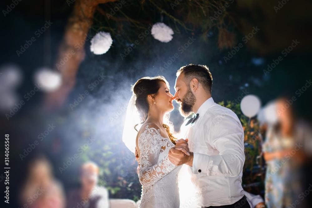 Fototapeta first dance - Elegant wedding by night