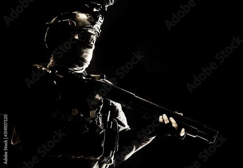 Fotografía Shoulder portrait of army elite troops soldier, anti-terrorist tactical team wit