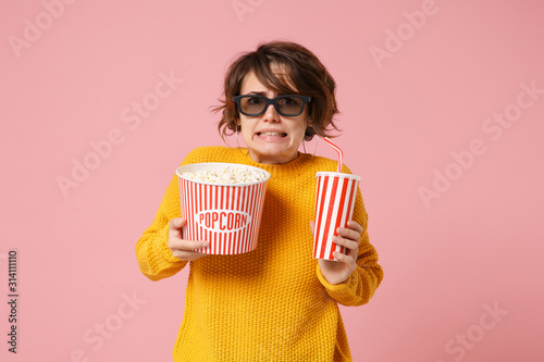 Scared dissatisfied young woman in 3d imax glasses posing isolated on pink background фототапет