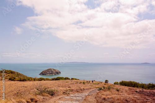 Fotografia, Obraz People Bushwalking On Coastal Mountain Lookout
