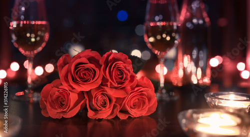 Fotomural Gift of red roses and candle light dinner