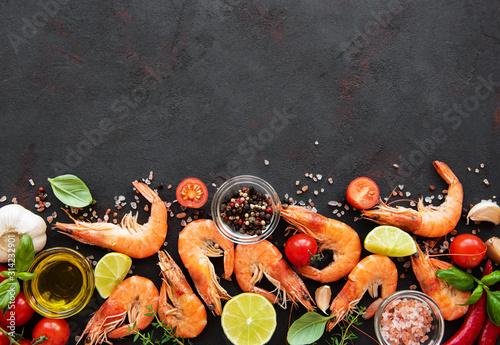 Fotografia Fresh seafood - shrimps with vegetables