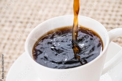 Fototapeta コーヒーを注ぐ