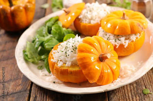 Obraz baked pumpkin with rice and salad - fototapety do salonu