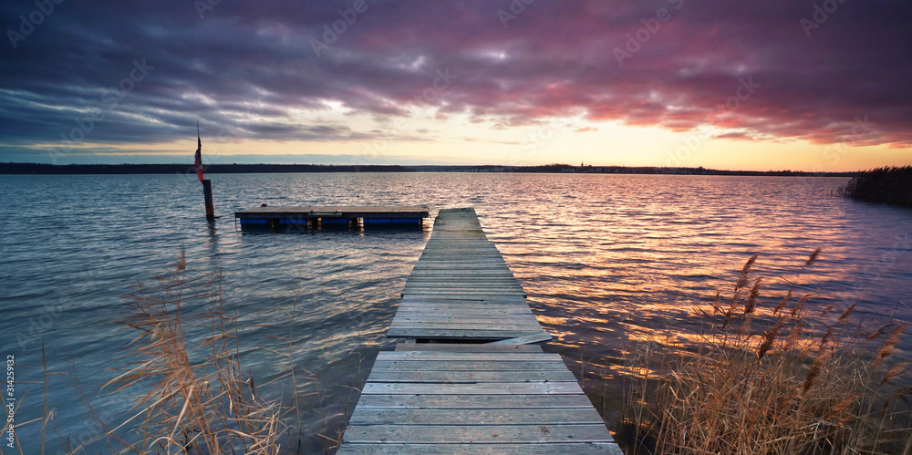 Fototapeta einsamer Steg am See