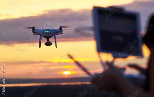 drone quadcopter with digital camera flying at sunset Tapéta, Fotótapéta