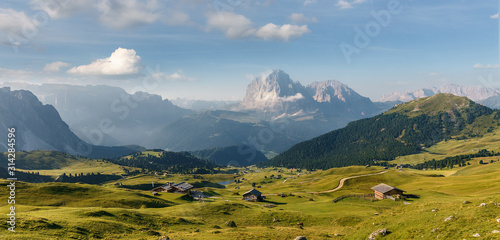 Photo Beautiful alpine countryside on sunny day in the springtime