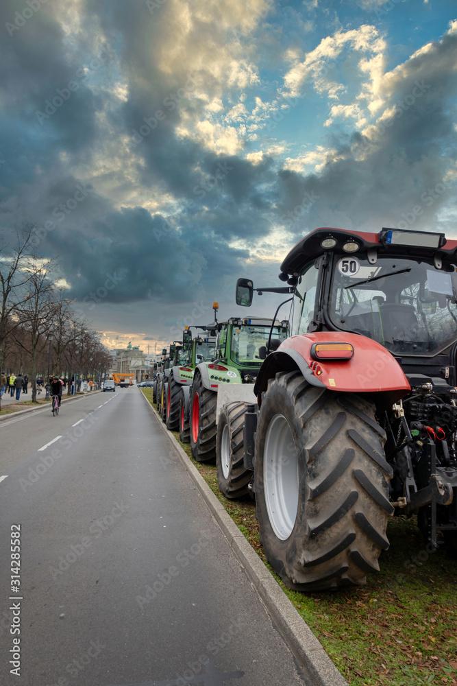 Obraz Landwirte setzen ein Zeichen - Demostration in Berlin fototapeta, plakat