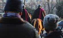 Coppia Di Poliziotti A Cavallo...