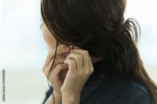 Obraz 若い女性 - fototapety do salonu