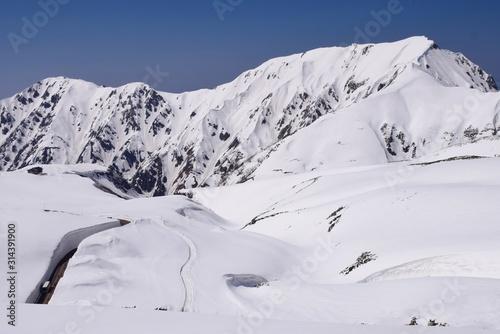 Fotomural Tateyama alpine route in Toyama, Japan