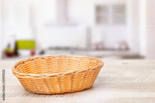 Canvastavla Wicker basket on a wooden table