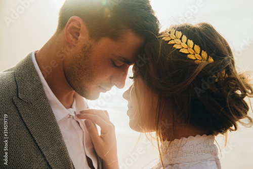 Portrait of beautiful young wedding couple with closed eyes Tableau sur Toile
