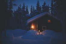 A Cozy Wooden Cabin Cottage Ch...