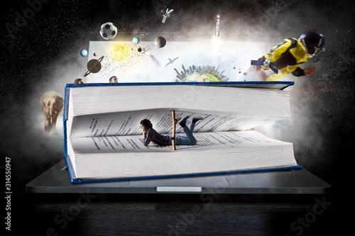 Obraz Rapt in reading. Mixed media - fototapety do salonu