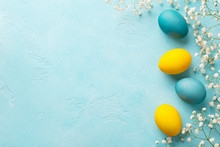Colorful Easter Eggs With Flow...
