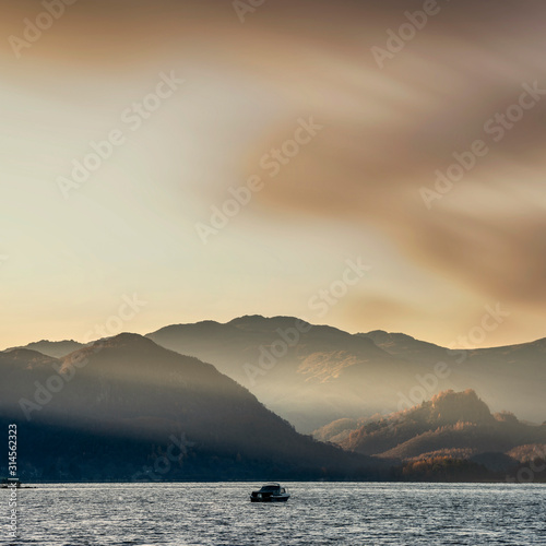 Majestic sunrise landscape looking across Derwent Water in Lake District with mi Tablou Canvas