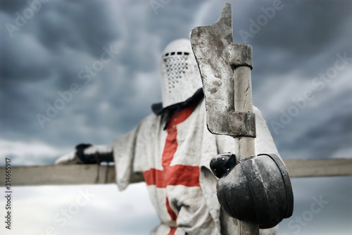 Canvas Print Crusader in armor holding axe.