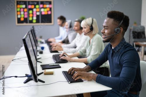 Fotografía Male Customer Services Agent In Call Center