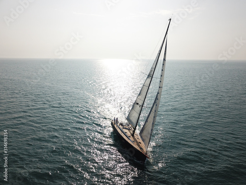 Photo yacht is sailing