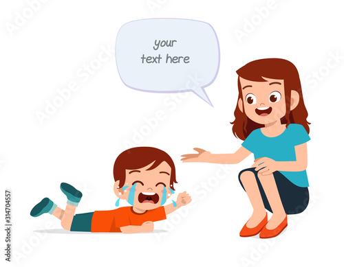 Photo sad crying little kid boy with mom