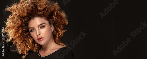 Obraz Beauty portrait of elegant girl with freckles. - fototapety do salonu