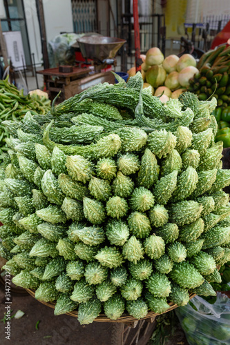 Photo Karela vegetables or bitter gourd or bitter melon on market in Mumbai
