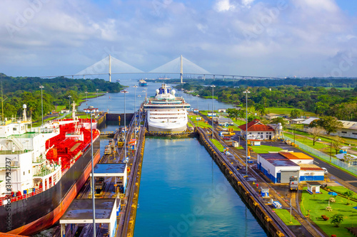 View of Panama Canal from cruise ship Fotobehang