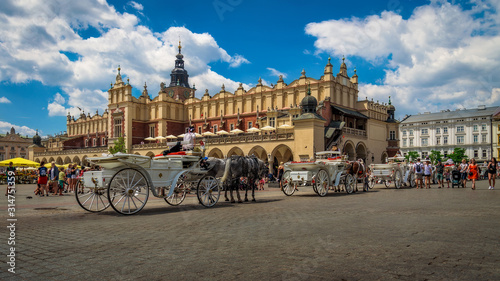 Fototapety, obrazy: Poland - Horse carriages on the plaza - Krakow