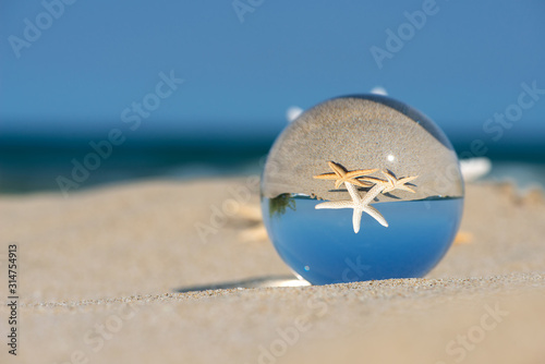 Lensball summer vacation landscape with starfish reflection Tablou Canvas