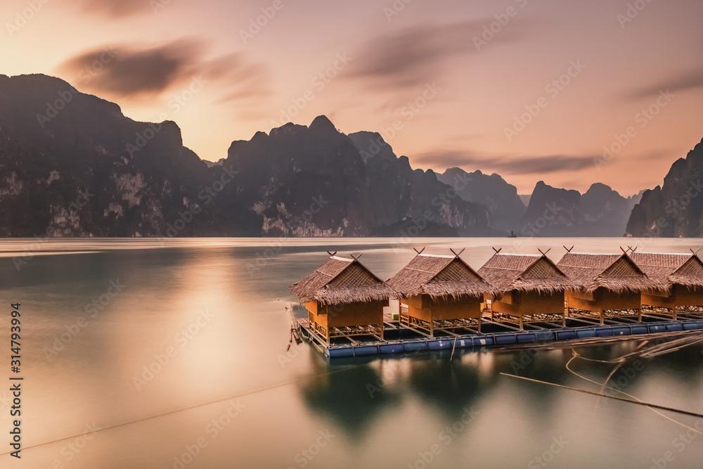 Fototapeta Raft houses on Cheow Lan lake in Khao Sok National Park at sunset