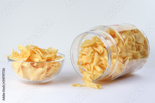 Photo Arrowhead root arrowroot chips traditional for Chinese new year