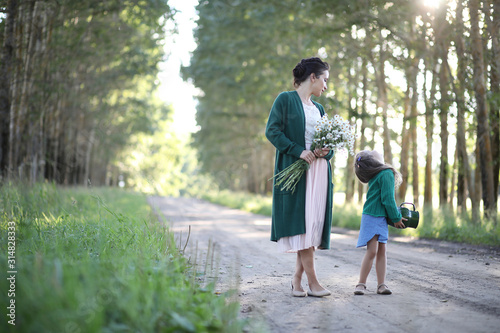 Mother with daughter walking on a road Fototapet
