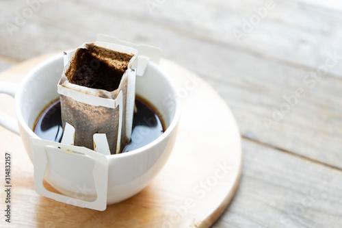 Foto Instant freshly brewed cup of coffee,Drip bag fresh coffee