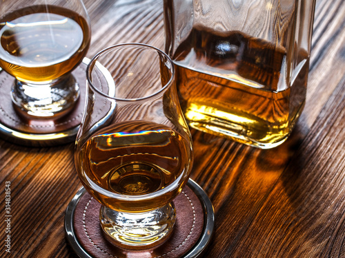 Tableau sur Toile Two glencairn glasses of whisky