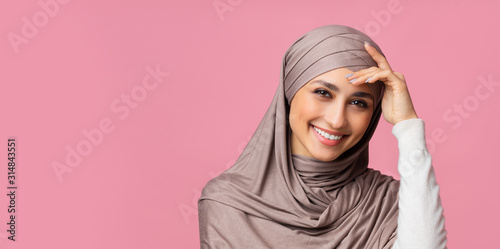 Cuadros en Lienzo Shy muslim woman in hijab feeling embarrassed and blush after compliment